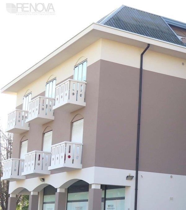 Colore facciata esterna colori di facciate case u - Zoccolo esterno facciata ...